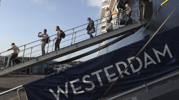 Para penumpang kapal pesiar MS Westerdam diperbolehkan turun di Kamboja