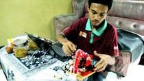 Selain Robot, Pemuda Purworejo Juga Bikin Helm Antibegal-Kunci Sidik Jari