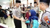 Tangis Penyandang Disabilitas Ini Pecah dalam Pelukan Polisi