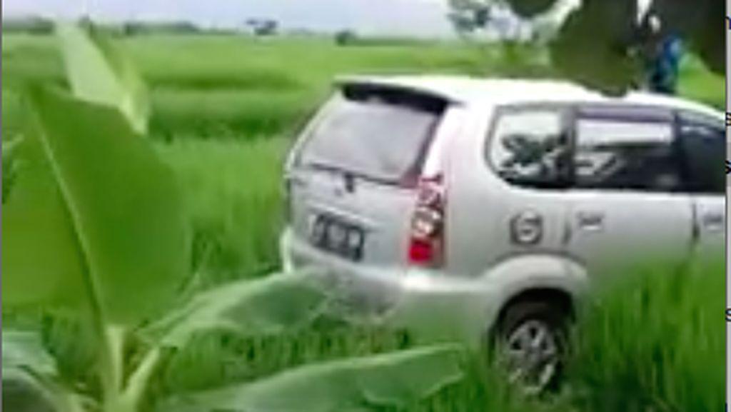 NTMC Polri Jelaskan Heboh Video Mobil Aneh di Tengah Sawah