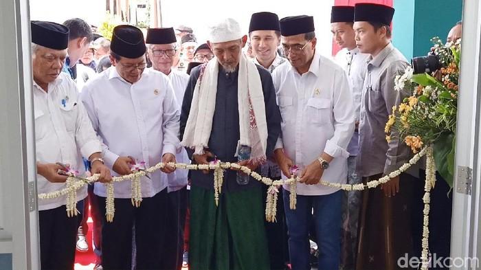 Tiga pejabat negara melakukan kunjungan kerja ke Kediri. Mereka meresmikan Rusunawa di Ponpes Hidayatul Mubtadien, Lirboyo.