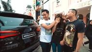 Aurel dan Azriel Kasih BMW Terbaru untuk Anang dan Ashanty