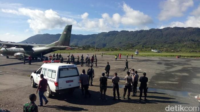 Evakuasi helikopter MI-17 (Foto: Saiman/detikcom)