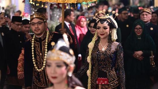 Melihat Resepsi Pernikahan Cucu Soeharto yang Sederhana nan Elegan