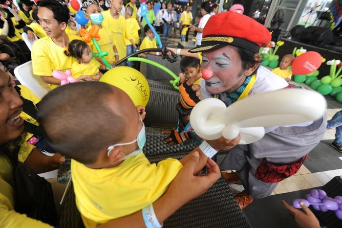 Perayaan Hari Kanker Anak Internasional diselenggarakan di berbagai daerah di Indonesia. Ada berbagai kegiatan menarik yang dilakukan di perayaan itu.