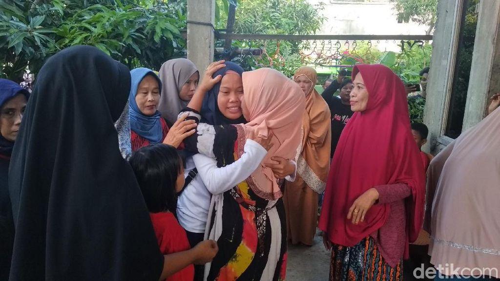 Pulang dari Observasi di Natuna, Nur Ralda Disambut Kerabat dan Tetangga