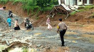 Diguyur Hujan Deras, Sejumlah Lokasi di Sukabumi Diterjang Longsor
