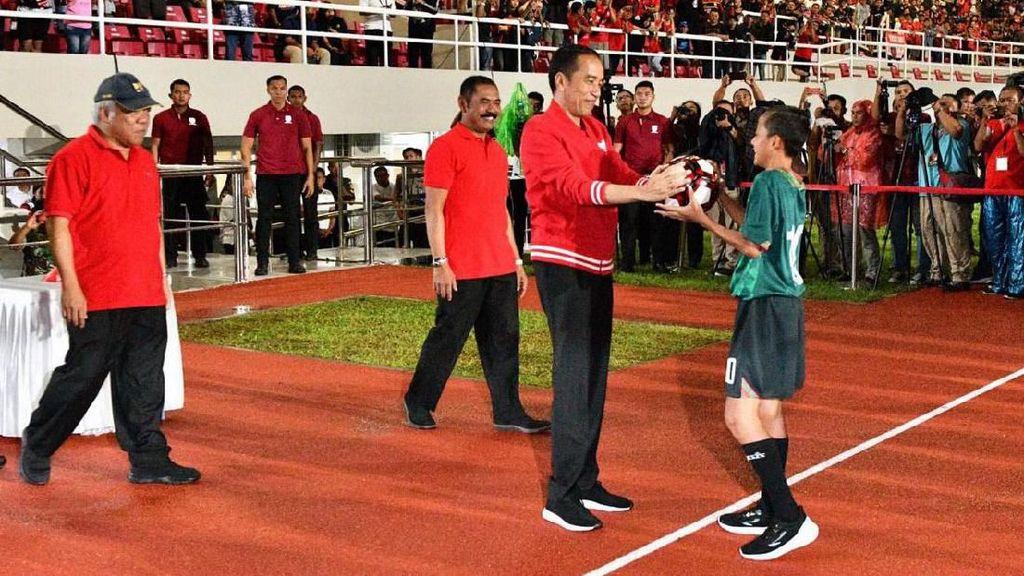 Melihat Lagi Momen Jokowi Resmikan Stadion Manahan Solo