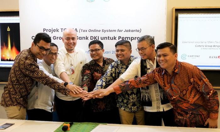 Pemprov DKI Jakarta  bersama Bank DKI memperkenalkan sistem pajak TOSKA (Tax Online System of Jakarta) unutk meningkatkan transparasi penerimaan pajak daerah, khususnya pajak hotel, restoran, tempat hiburan dan perparkiran.