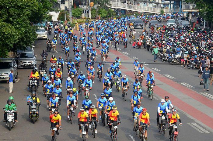 Sebanyak 1000 peserta mengikuti gowes santai sejauh 70 KM bersama kaum milenial dari seluruh Indonesia di Jakarta. Begini penampakannya.