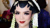 Foto: Lihat Lebih Dekat Kecantikan Pramugari yang Dinikahi Cucu Soeharto