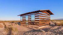 Keren! Gubuk Usang Disulap Jadi Bangunan Transparan Bergaya Futuristik