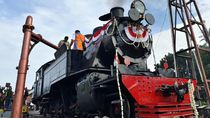 Asyik! Loko Uap Berusia 99 Tahun Operasi Perdana di Solo