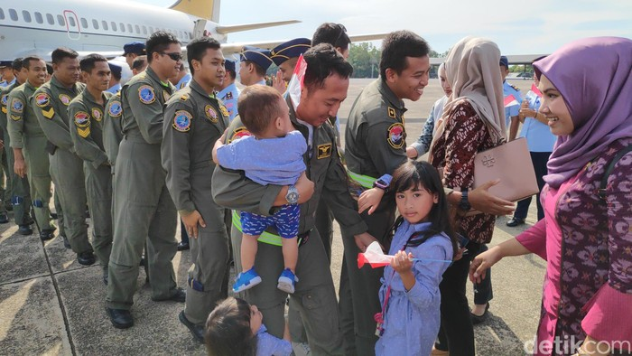 Prajurit TNI AU selesai menjemput WNI dari Wuhan, ikut observasi di Natuna, dan kini pulang ke Maros. (M Bakrie/detikcom)