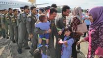 Pulang Misi Evakuasi Wuhan-Natuna, Prajurit TNI AU Disambut di Maros