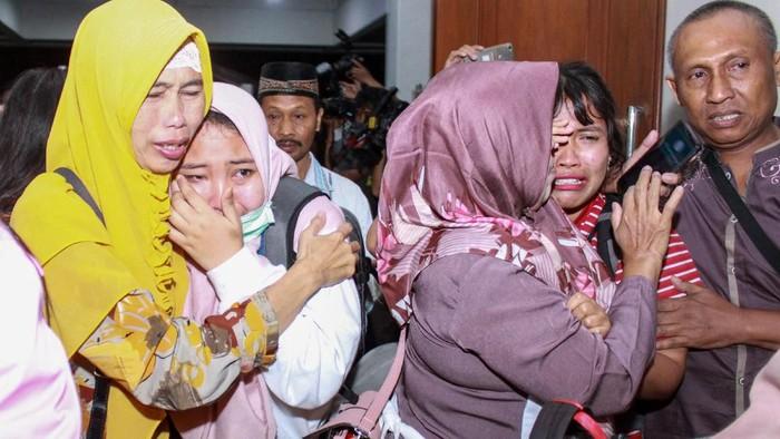 Para WNI yang telah menjalani masa karantina di Natuna telah kembali daerah asal masing-masing. Keluarga pun menyambut kedatangan mereka dengan penuh haru.