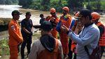 Tim SAR Cari Pria yang Nekat Ceburkan diri ke Sungai di Sukabumi
