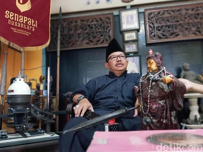Seskab Pramono Anung mengaku telah melarang Presiden Joko Widodo berkunjung ke Kediri. Benarkah Kediri wingit atau angker untuk didatangi presiden?