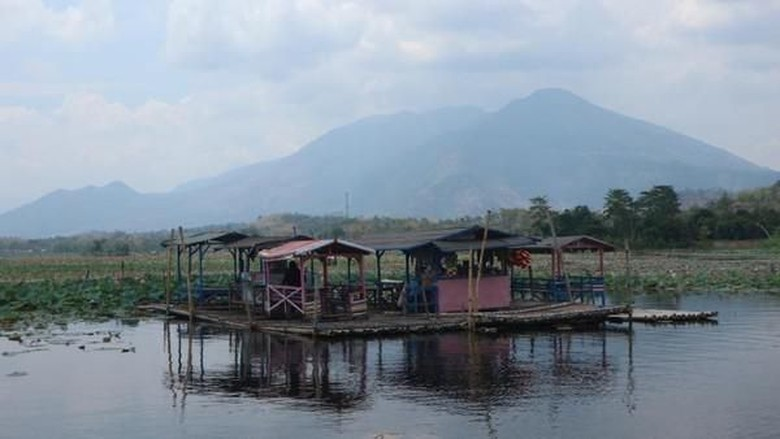 Warung Apung Situ Bagendit