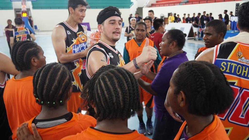 Mario Lawalata Semangati Pebasket Muda Fokus dengan Prestasi Meski Pandemi