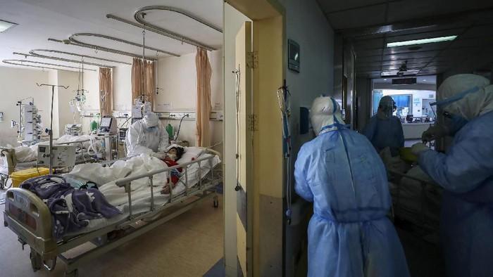 Wabah virus corona masih terus merajalela dengan lebih dari 71 ribu orang terinfeksi secara global. Hingga kini tim medis pun terus berjuang menangani para pasien.