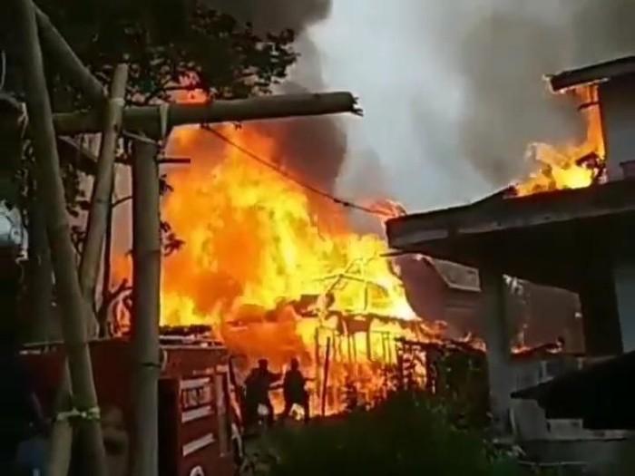 Kebakaran permukiman di Toraja Utara (dok. Istimewa)