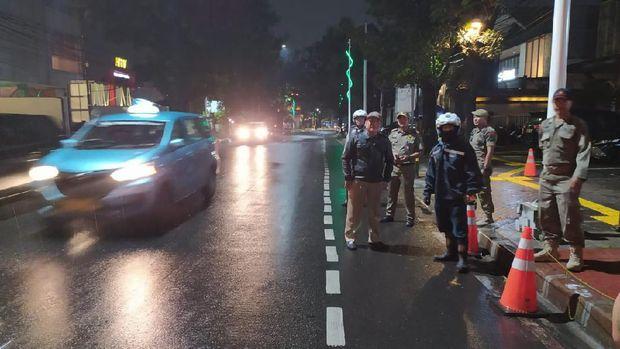 Dishub Jaksel Cabut Pentil 20 Kendaraan di Jalan Gunawarman.