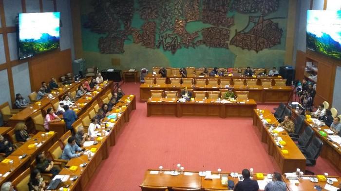 Komisi X DPR RDPU bareng Forum Seniman TIM