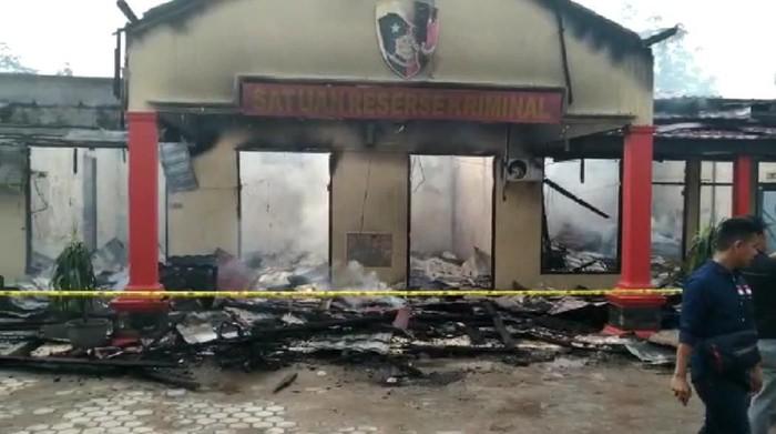 Kebakaran di Polres Ogan Ilir, tiga bangunan utama hangus terbakar (Raja Adil/detikcom)
