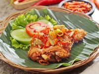 Punya Uang Rp 15 Ribu Bisa Makan Ayam Geprek Di Sini