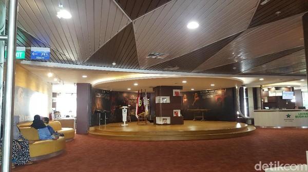 Di lantai 24 juga ada panggung mini yang biasanya menjadi lokasi seminar atau workshop. (Syanti/detikcom)