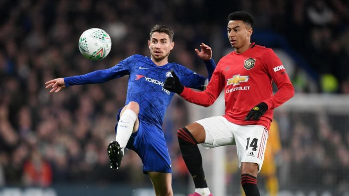 LONDON, ENGLAND - OCTOBER 30: Jorginho of Chelsea battles for possession with Jesse Lingard of Manchester United during the Carabao Cup Round of 16 match between Chelsea and Manchester United at Stamford Bridge on October 30, 2019 in London, England. (Photo by Michael Regan/Getty Images)