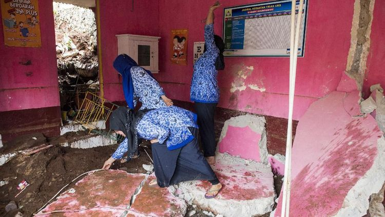 Penampakan Bangunan Sekolah di Bandung yang Rusak Akibat Longsor