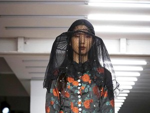 Efek Virus Corona, Desainer dan Buyers China Absen di London Fashion Week