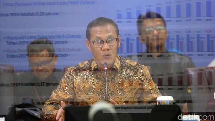 Kepala BPS Suhariyanto memberikan keteranga pers di Jakarta, Senin (17/2/2020). Badan Pusat Statistik (BPS) mencatat Indeks Pembangunan Manusia (IPM) Indonesia tahun 2019 sebesar 71,92, lebih tinggi dari IPM tahun 2018 yang sebesar 71,39.