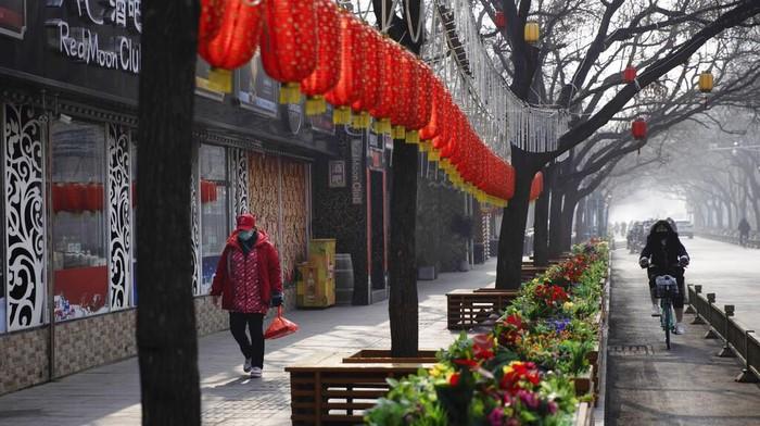 Wabah virus corona turut berdampak di sektor perekonomian China. Salah satu negara adidaya dunia itu kini berjuang untuk bertahan dari serangan virus tersebut.