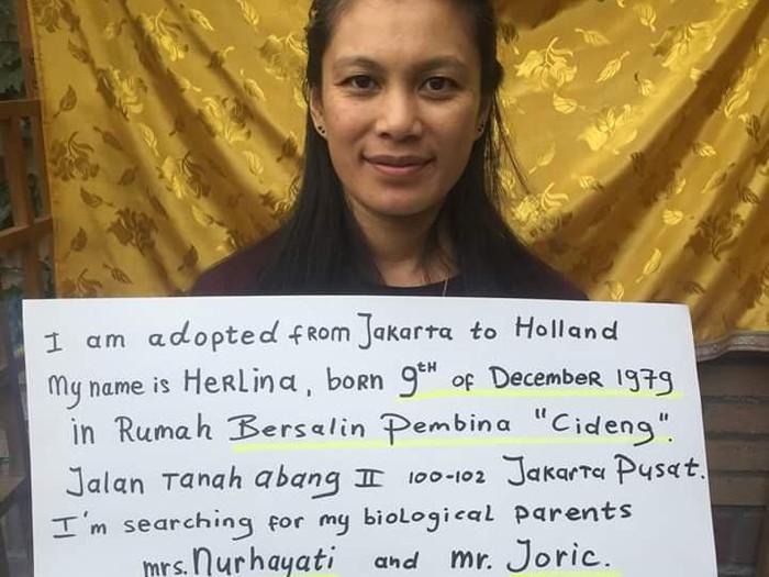 Herlina mencari orang tua kandungnya.