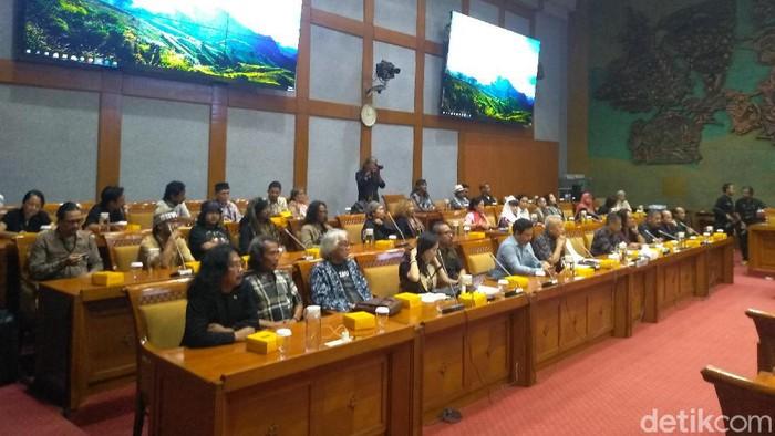 Forum Seniman Peduli Taman Ismail Marzuki (TIM) audiensi di DPR (Nur Azizah Rizki Astuti/detikcom)