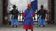 Gaya Penjaga Istana Gyeongbok Berubah Gegara Corona