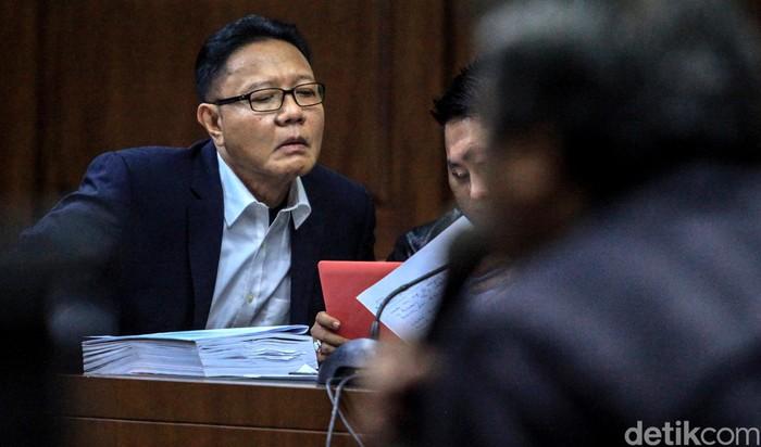 Sidang kasus suap impor bawang putih yang menjerat eks anggota DPR RI I Nyoman Dhamantra kembali berlanjut. Sidang kali ini beragendakan pemeriksaan saksi.