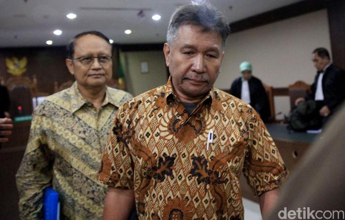 Raden Priyono dan Djoko Harsono jalani sidang di Pengadilan Tipikor Jakarta. Keduanya di sidang dalam kasus korupsi yang rugikan negara hingga Rp 35 triliun.