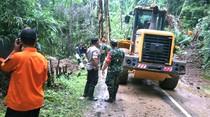 Tanah Longsor Disingkirkan, Jalur Geopark Masih Berbahaya Dilintasi