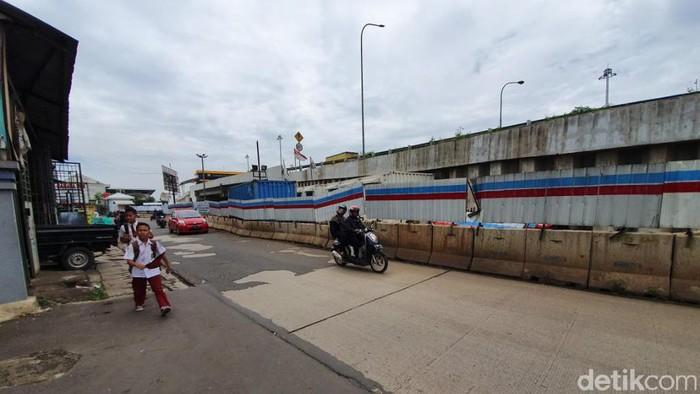 Jalan Galaxy I hingga Jalan Cikunir Raya bakal ditutup selama 8 bulan karena adanya proyek kereta api cepat