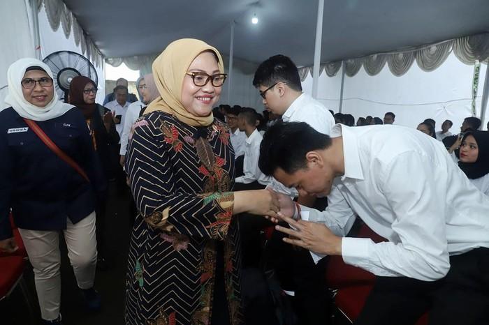 Menteri Ketenagakerjaan Ida Fauziyah membuka dan meninjau langsung pelaksanaan proses Seleksi Kompetensi Dasar (SKD) Calon Pegawai Negeri Sipil (CPNS) Kementerian Ketenagakerjaan (Kemnaker) untuk lokasi Jakarta, Senin (17/2/2020).