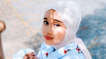 Mirip Banget, Hijabers Ini Sampai Sempat Dikira Ariana Grande Berhijab