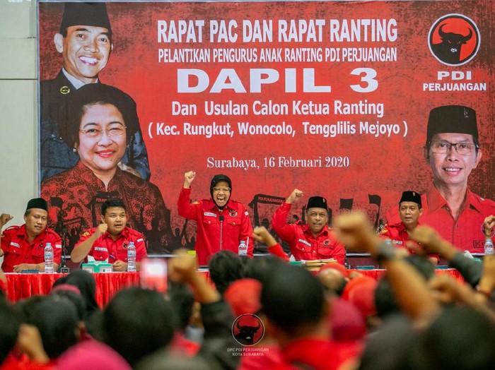 Ketua DPP PDIP Bidang Kebudayaan Tri Rismaharini mengajak anak-anak muda untuk bergabung dengan partai. Menurutnya, banyak yang bisa dilakukan melalui parpol berlambang banteng moncong putih itu untuk mensejahterakan rakyat.