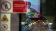 Cegah Virus Corona, Penumpang MRT Pakai Masker
