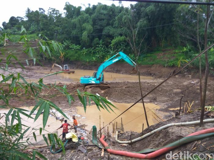 Jasa Marga-BBWS berupaya menyedot air di longsoran tol Cipularang