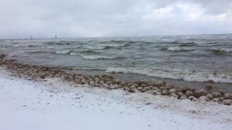 Bola es di Danau Michigan
