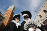 Karnaval kostum ini rutin diselenggarakan di Venesia, Italia, setiap tahunnya. Karnaval ini jadi salah satu agenda paling populer lho di Italia.